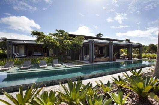 casa de praia com piscina moderna