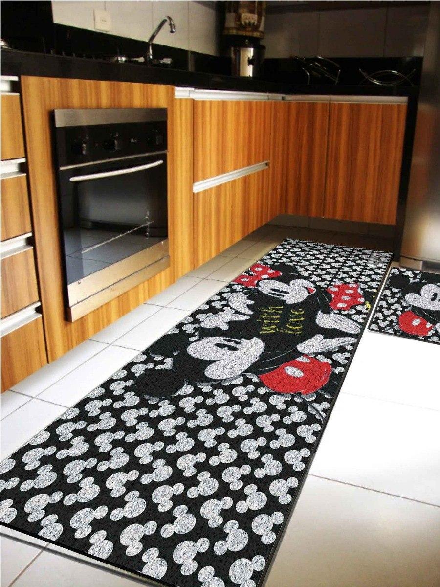 cozinha com tapete do Mickey