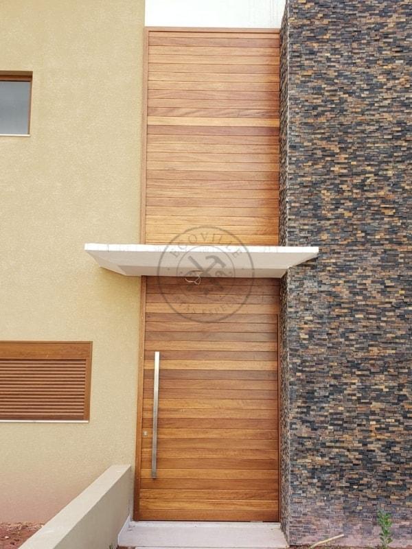 porta entrada de madeira