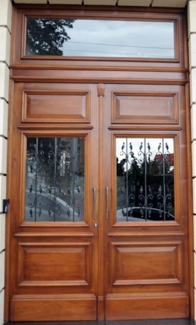 porta duas folhas de madeira