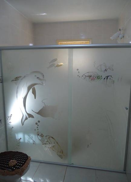 box de vidro com desenhos