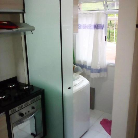 cozinha simples com lavanderia