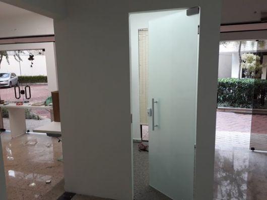 porta simples de vidro