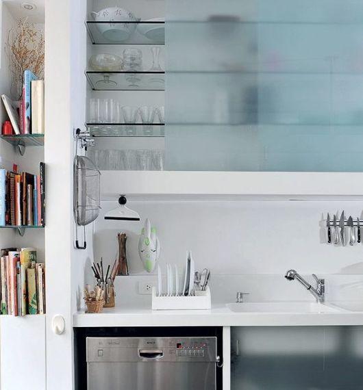 cozinha com armários de alvenaria