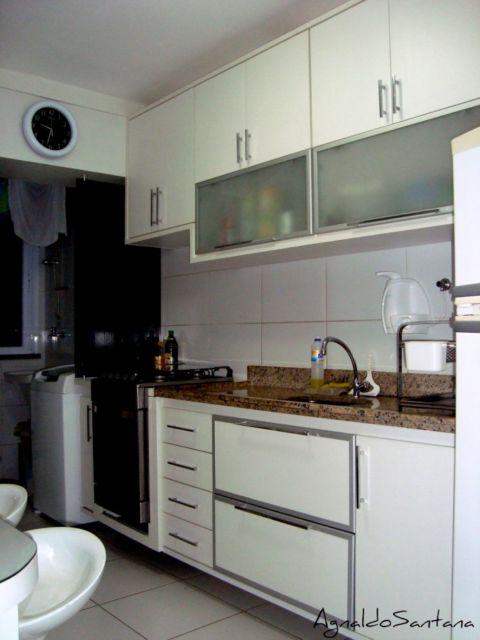 cozinha pequena com armários