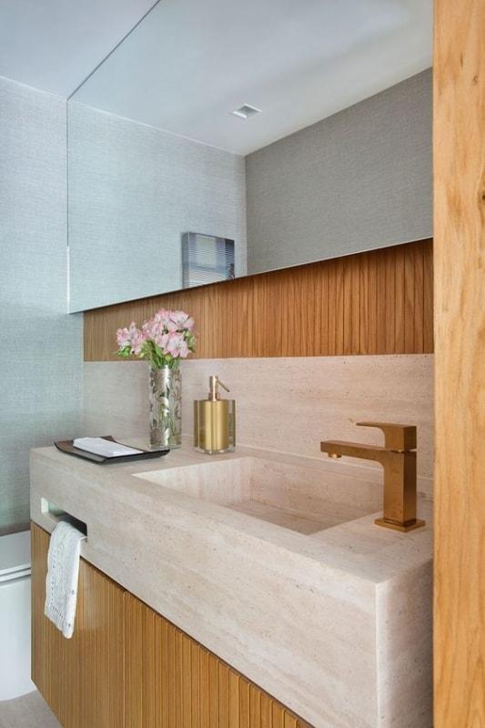 banheiro com pia esculpida