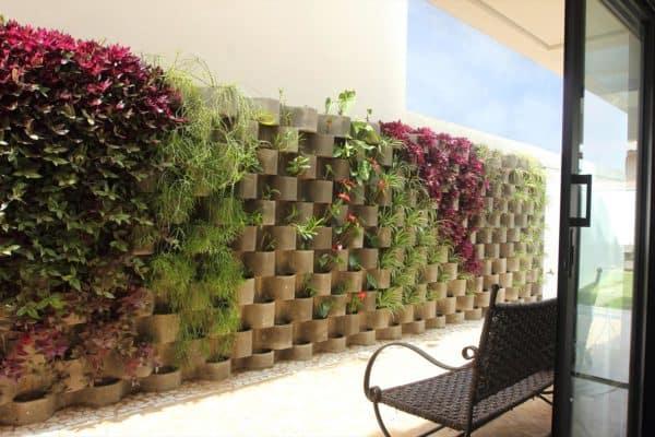 muro decorado com canteiro