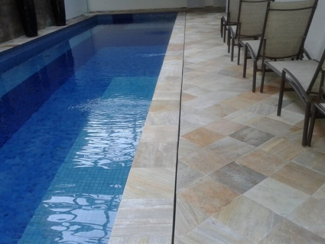 deck de pedra para piscina