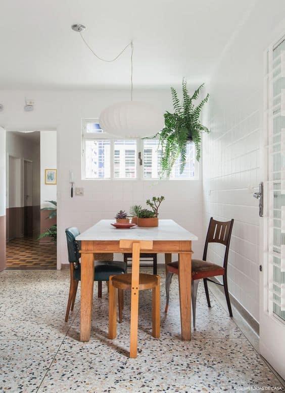 sala de jantar com piso de granilite
