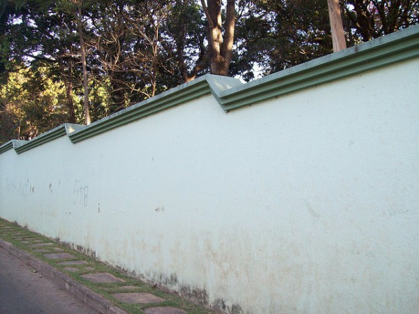 muro com pingadeira decorativa