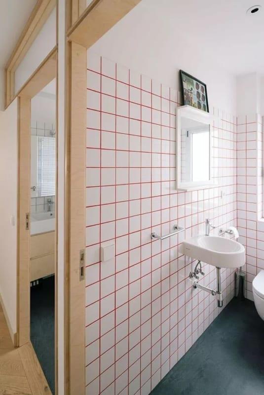 banheiro com rejunte colorido