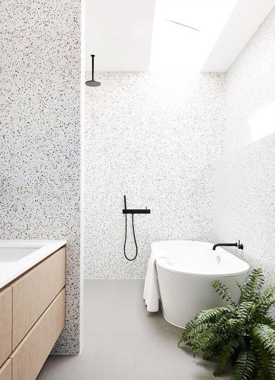 banheiro moderno com banheira minimalista