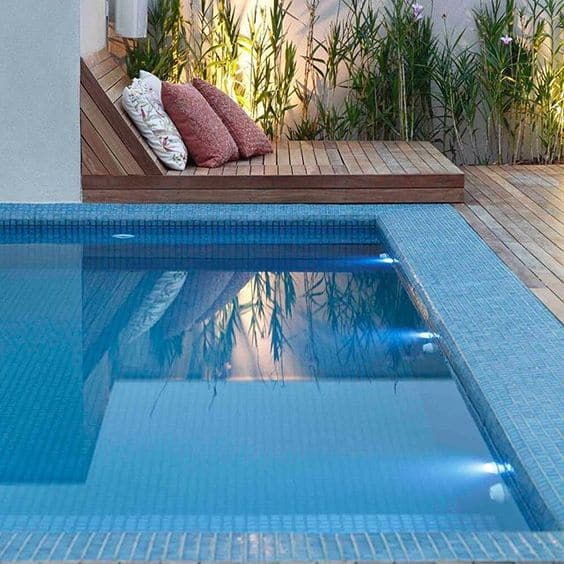 piscina moderna de pastilha