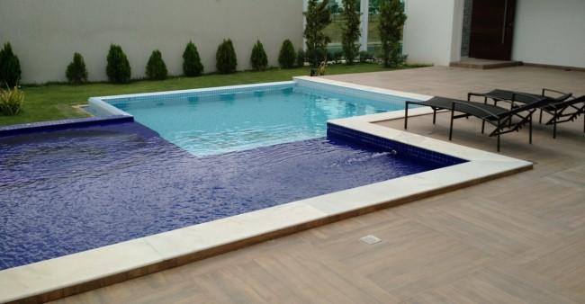 piscina com hidromassagem