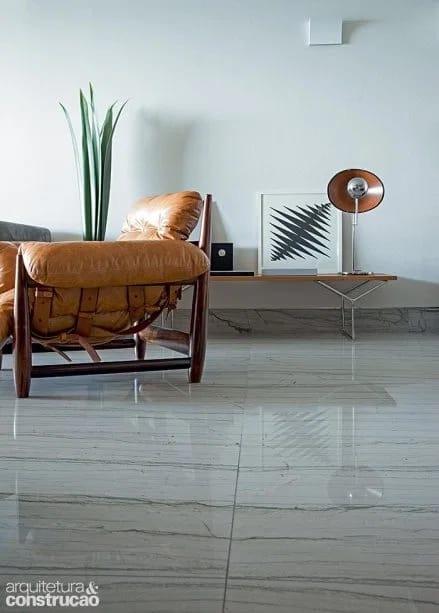 sala com piso de pedra natural