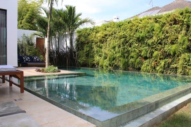 piscina moderna com pedra Hijau