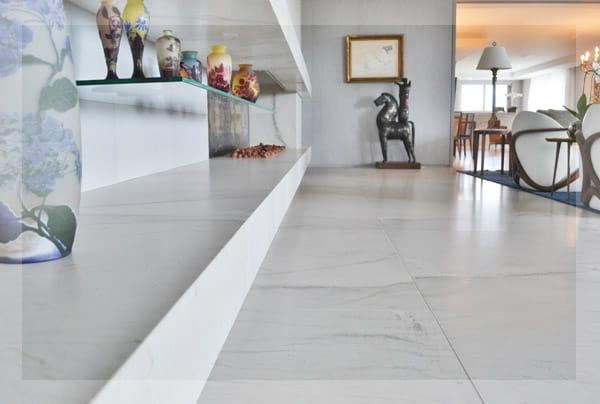 piso branco de pedra