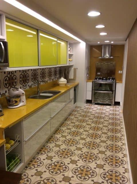 cozinha com piso retrô