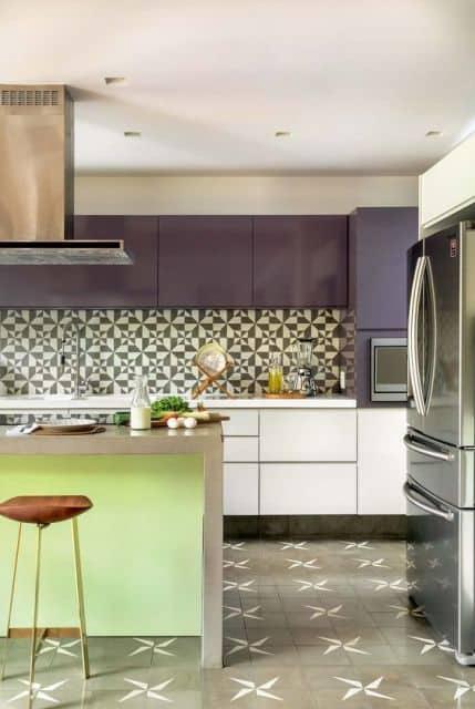 cozinha com revestimento estampado