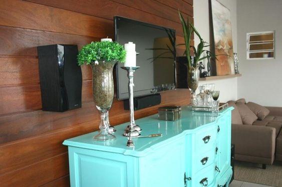 sala com móvel colorido