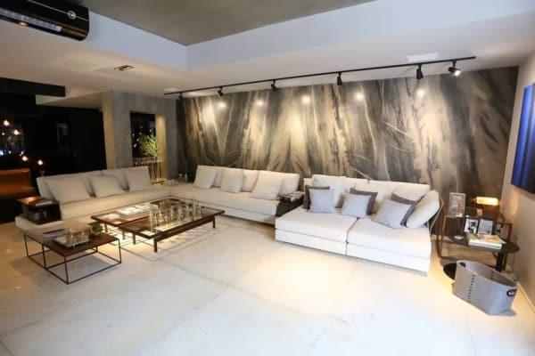 =sala com parede de pedra quartzito galápagos