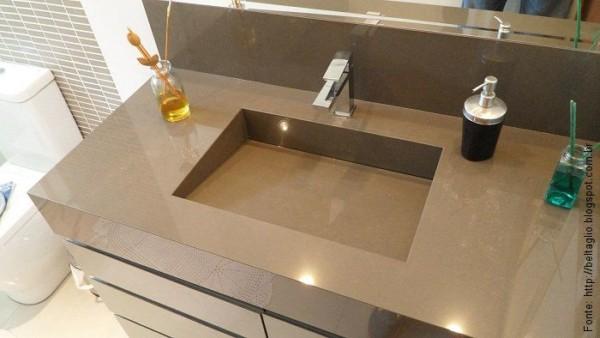 banheiro com pia esculpida marrom
