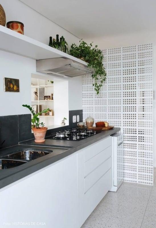 cozinha com piso branco