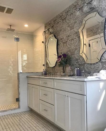 papel de parede para banheiro de casal