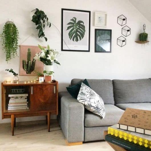 sala simples com móvel vintage