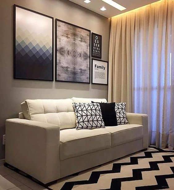 parede cinza decorada com quadros