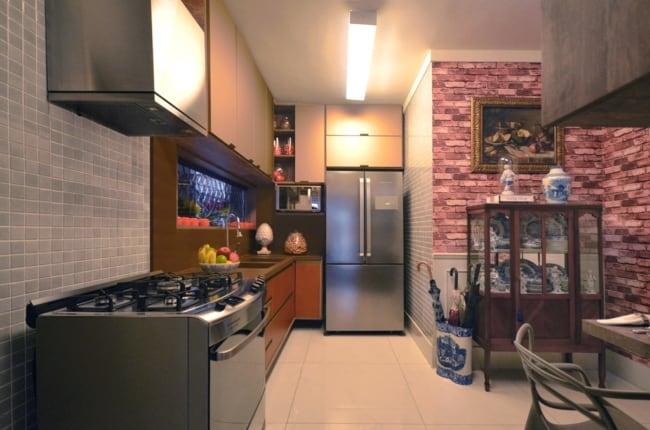 cozinha moderna com cristaleira