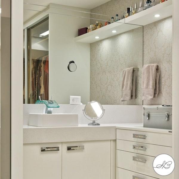 banheiro clean com papel de parede