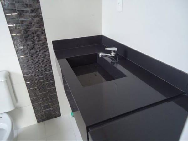 bancada preta banheiro