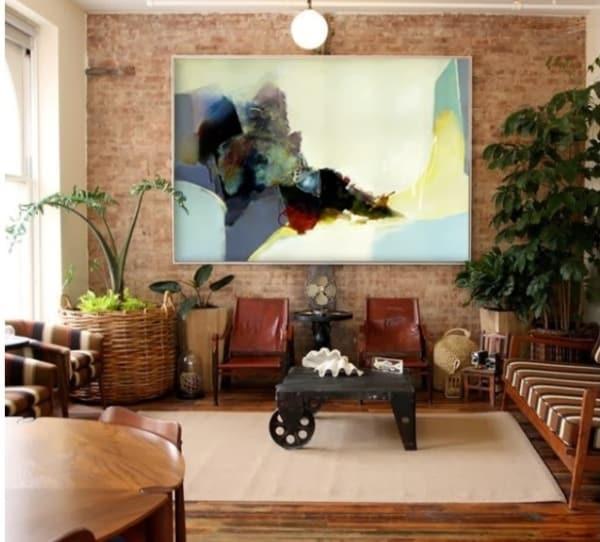 sala rústica com quadro abstrato