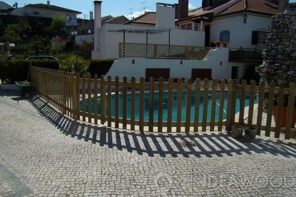 piscina com cerca simples