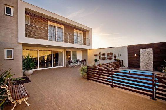 casa com piscina cercada