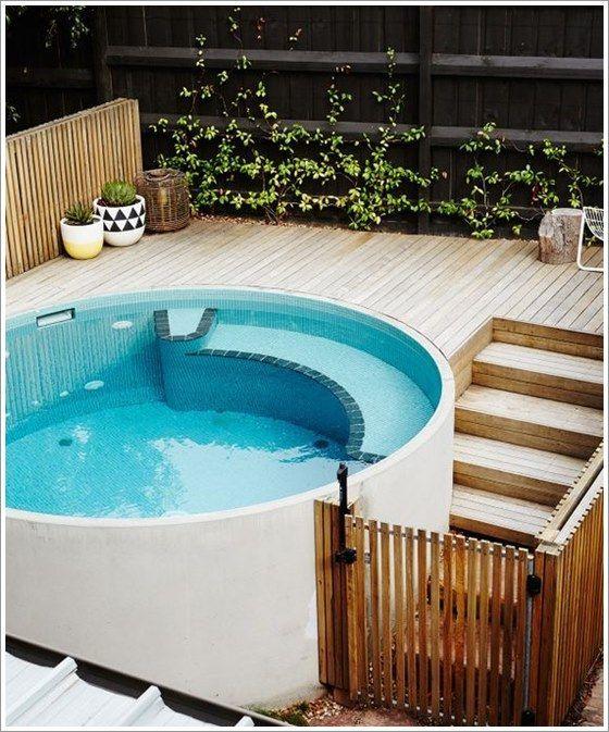 cerca de madeira com portão para piscina
