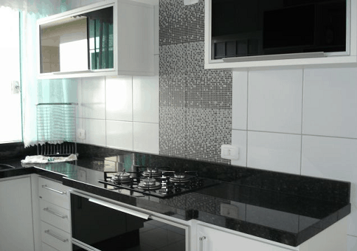bancada preta para cozinha