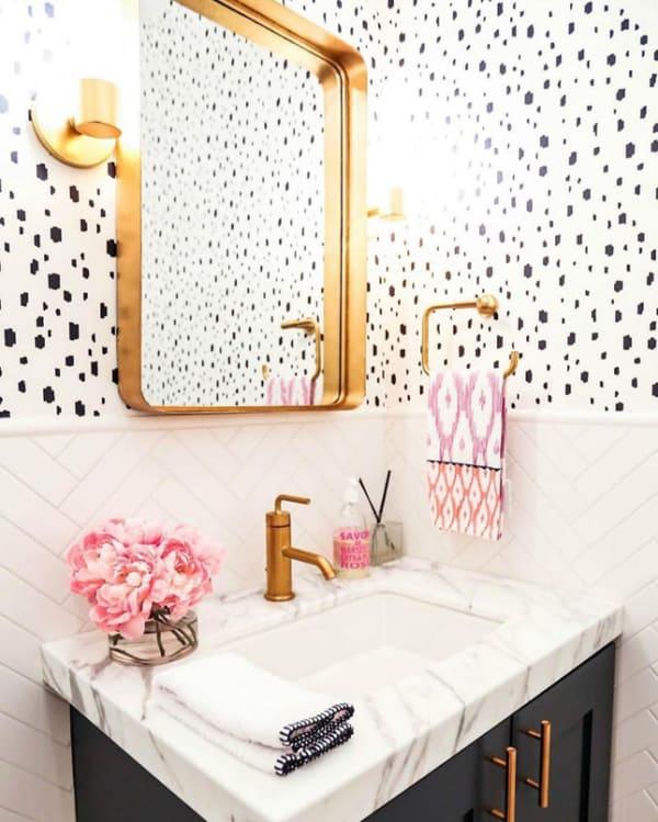 espelho para banheiro com moldura dourada