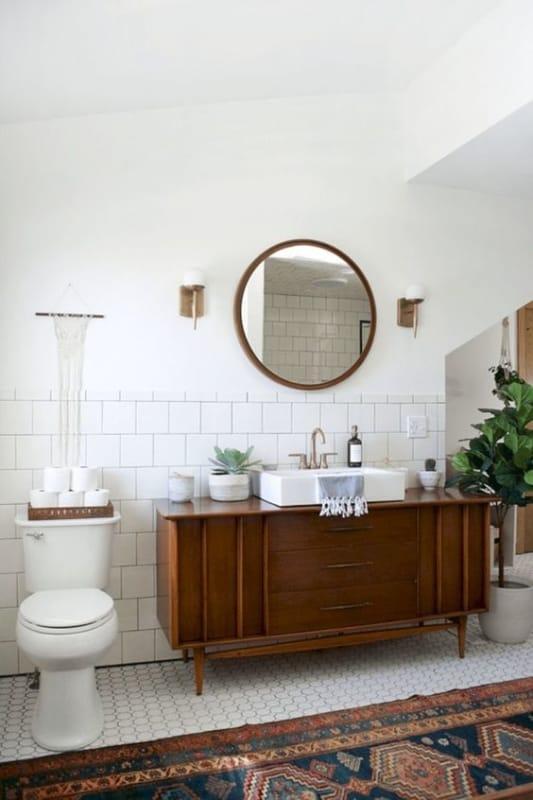 banheiro com decoração vintage