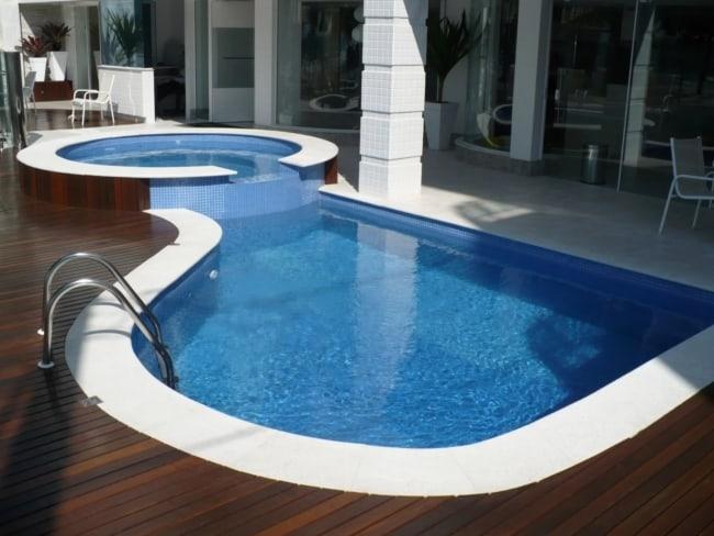 borda moderna para piscina