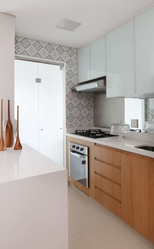cozinha pequena com fogão de bancada