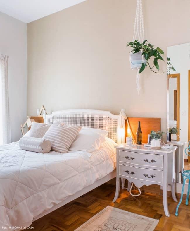 quarto com móveis usados