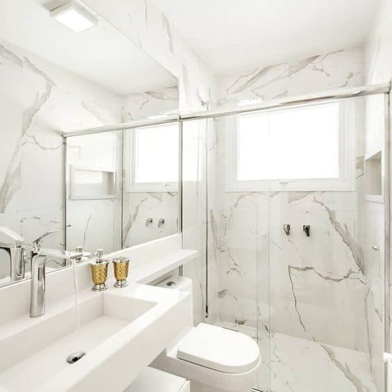 banheiro moderno e branco