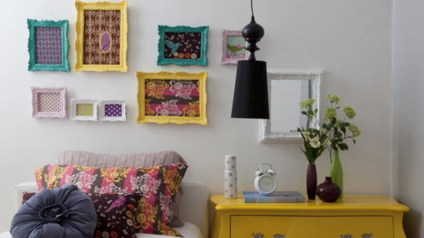 quadros com molduras coloridas