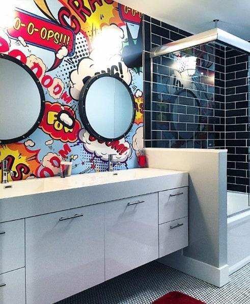 banheiro moderno e colorido
