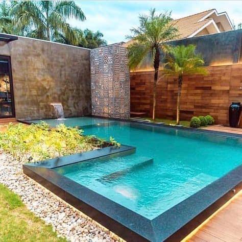 borda elevada e iluminada para piscina