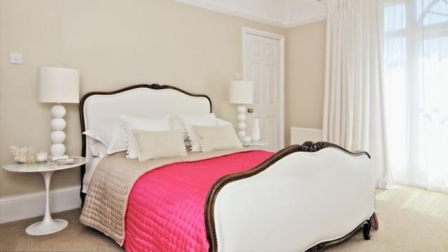 quarto com cama de casal vintage