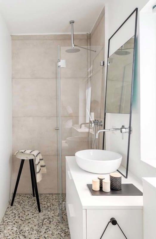 Banheiro decorado com branco e pérola