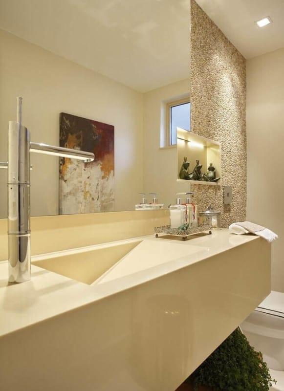Banheiro decorado com tons de pérola